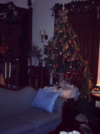 Victorian Living room Tree at Christmas